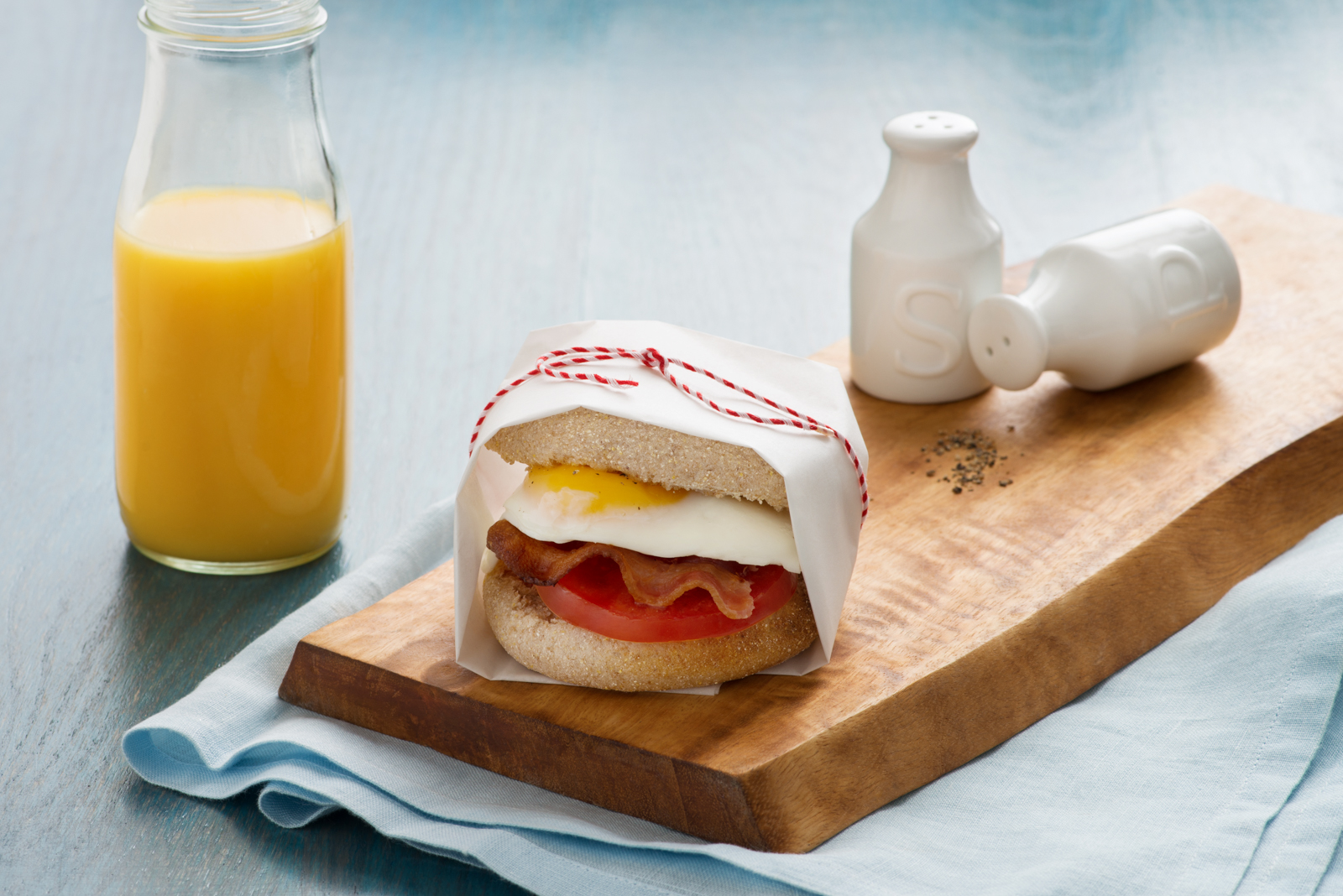 Fried Egg, Tomato, and Bacon Breakfast Sandwich | Eggs.ca