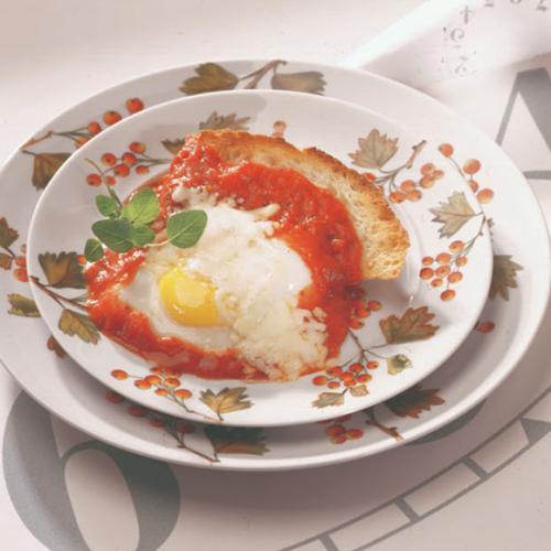 Recipes - Poached Eggs in Tomato Sauce » Eggs.ca